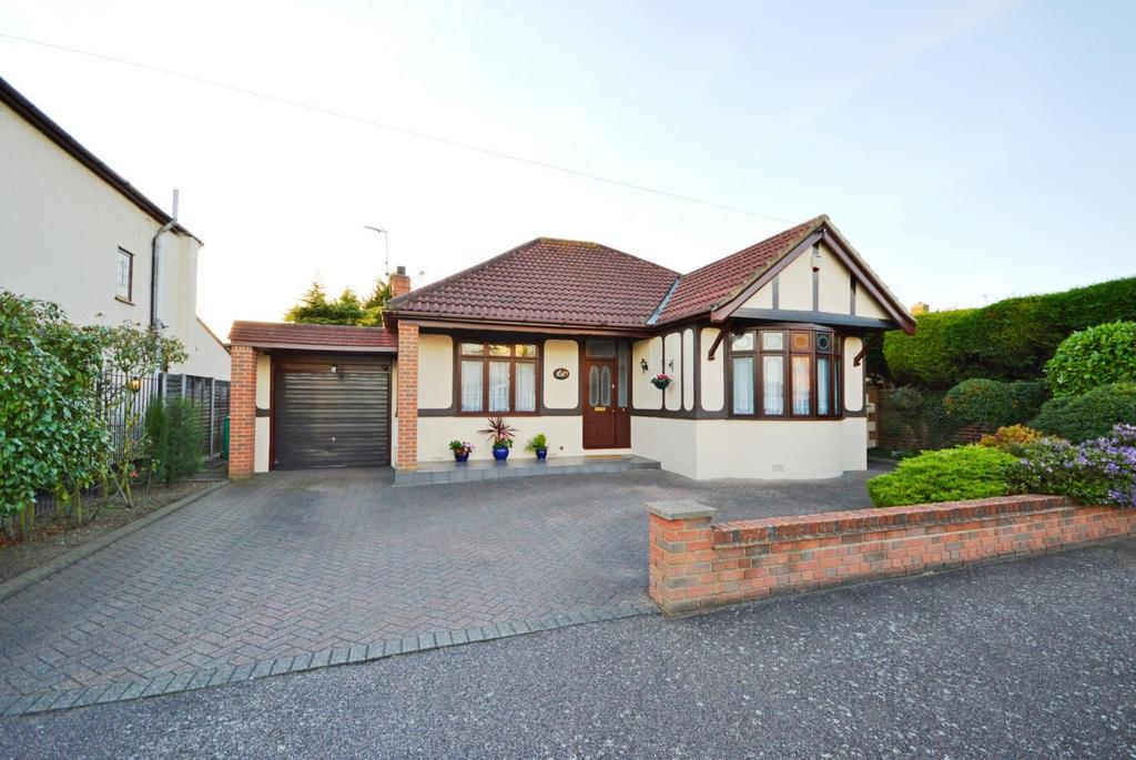 3 Bedrooms Detached Bungalow for sale in Hyland Close, Hornchurch, Essex, RM11