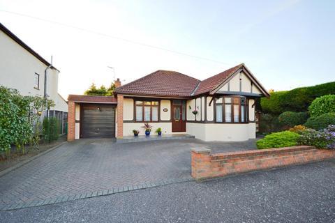 3 bedroom detached bungalow for sale - Hyland Close, Hornchurch, Essex, RM11