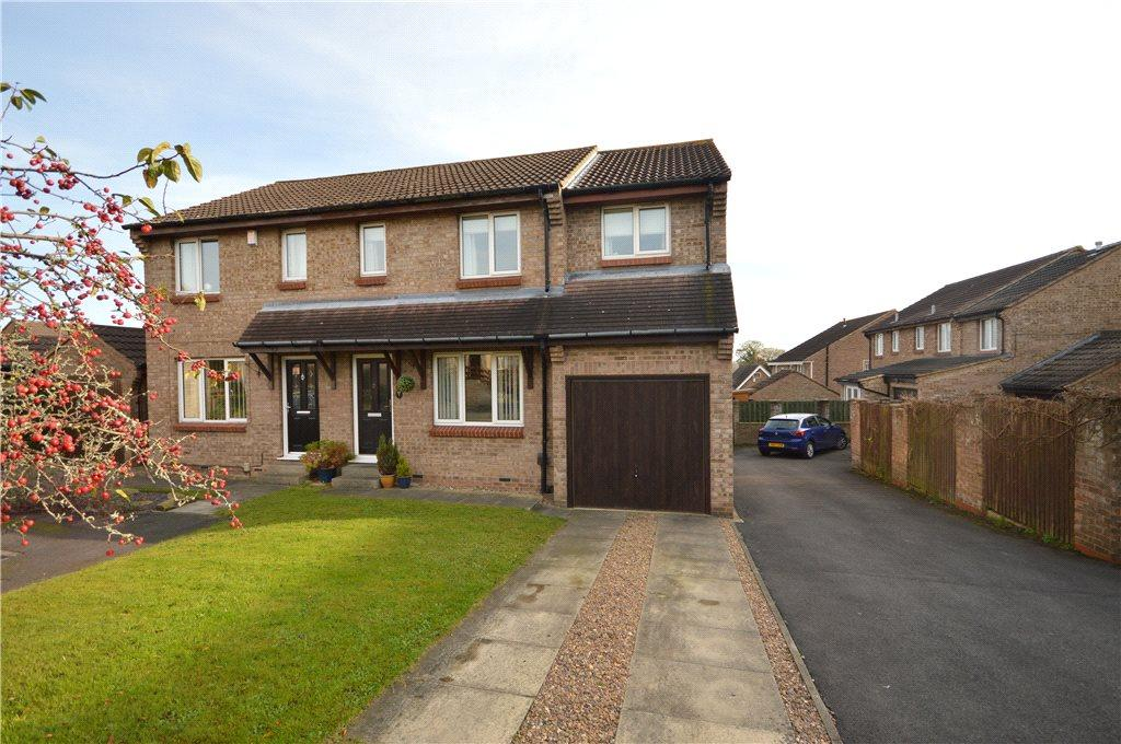 4 Bedrooms Semi Detached House for sale in Bartle Gill View, Baildon, Shipley, West Yorkshire