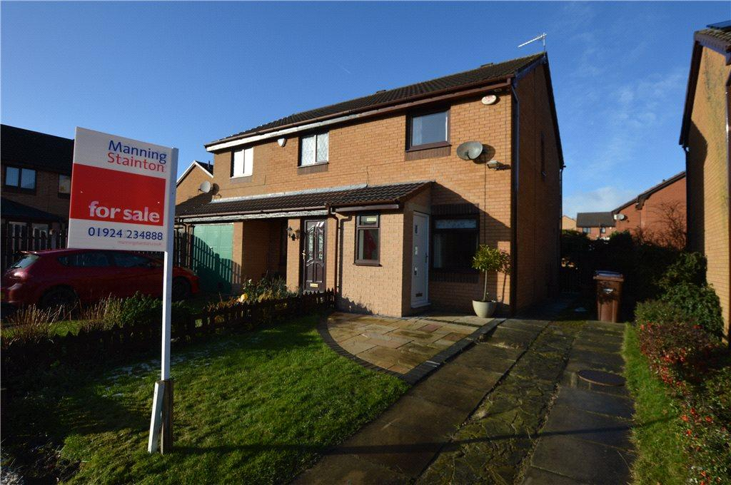 2 Bedrooms Semi Detached House for sale in New Hall Close, Crigglestone, Wakefield, West Yorkshire