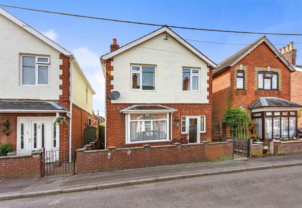 3 Bedrooms Detached House for sale in Grove Road, Alton