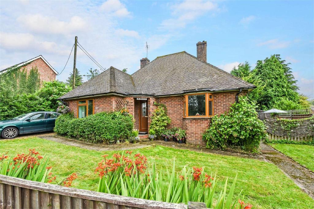 2 Bedrooms Detached Bungalow for sale in Windmill Lane, Alton