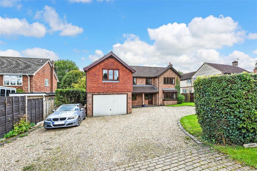 5 Bedrooms Detached House for sale in Blackberry Lane, Four Marks, Hampshire