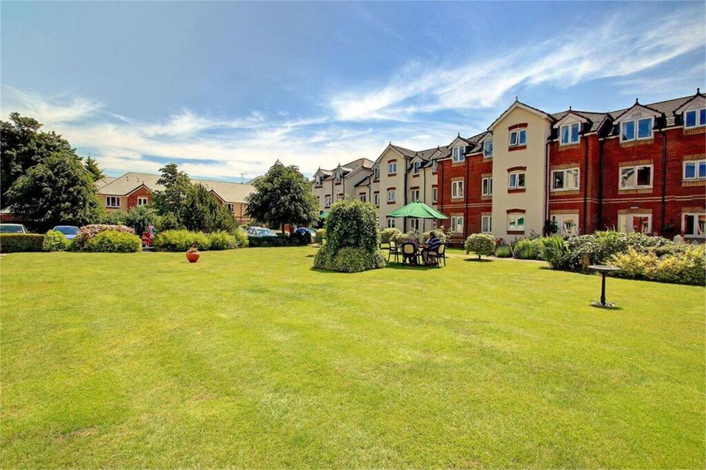 1 Bedroom Retirement Property for sale in Willow Court, Ackender Road, Alton