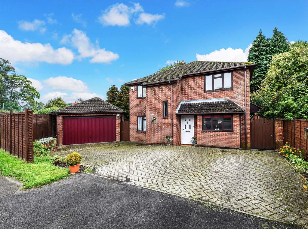 4 Bedrooms Detached House for sale in Geales Crescent, Alton