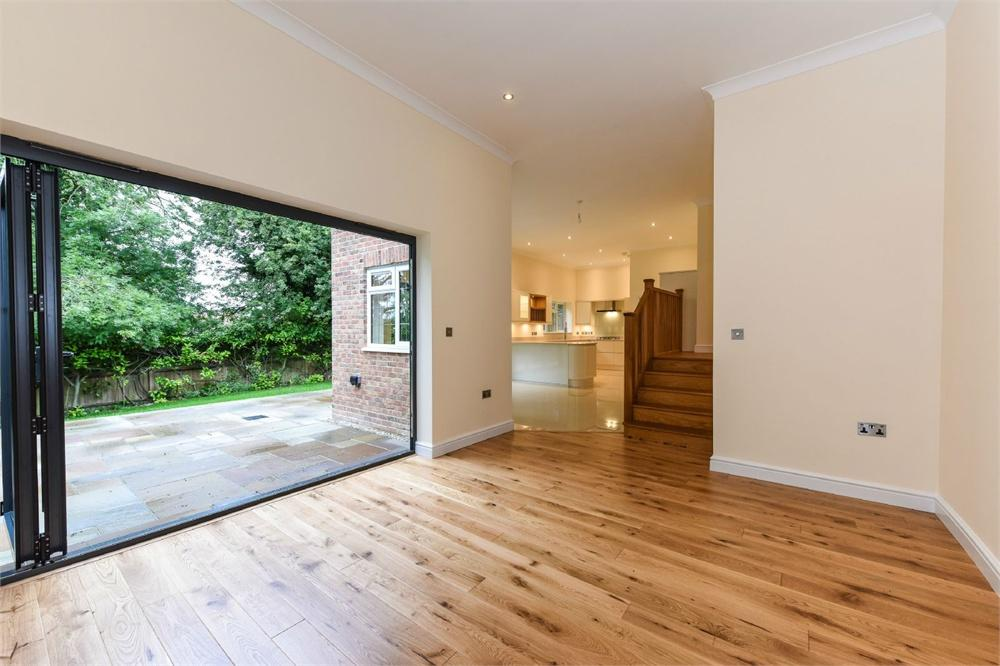 4 Bedrooms Detached House for sale in Kings Road, Alton