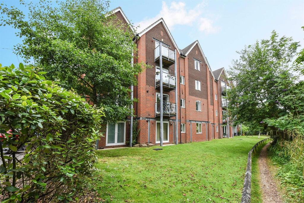 2 Bedrooms Flat for sale in The Lamports, Alton
