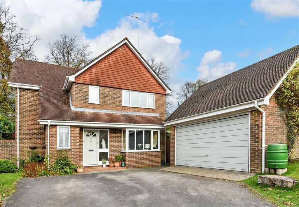 4 Bedrooms Detached House for sale in Lincoln Green, Alton