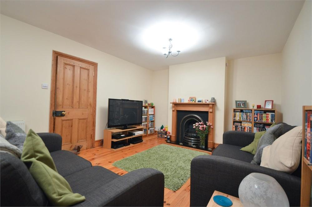 2 Bedrooms Flat for rent in Station Road, Liss, Hampshire