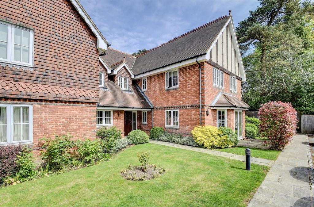 2 Bedrooms Flat for sale in Tennysons Court, Tilford Road, Hindhead