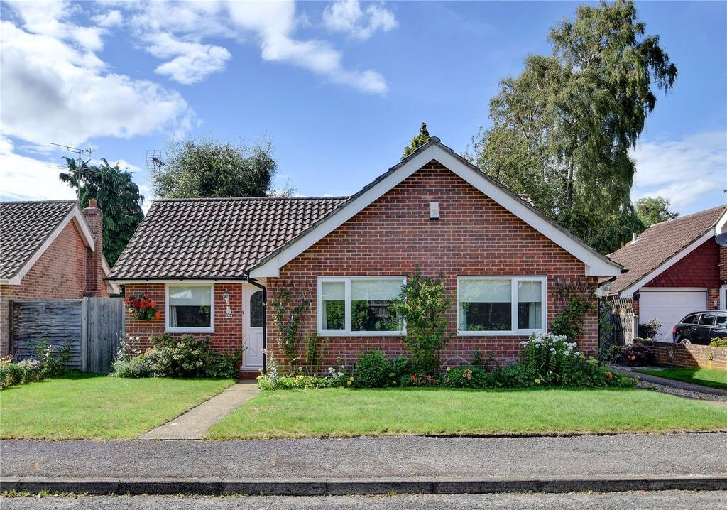 3 Bedrooms Detached Bungalow for sale in Ludshott Grove, Headley Down, Hampshire