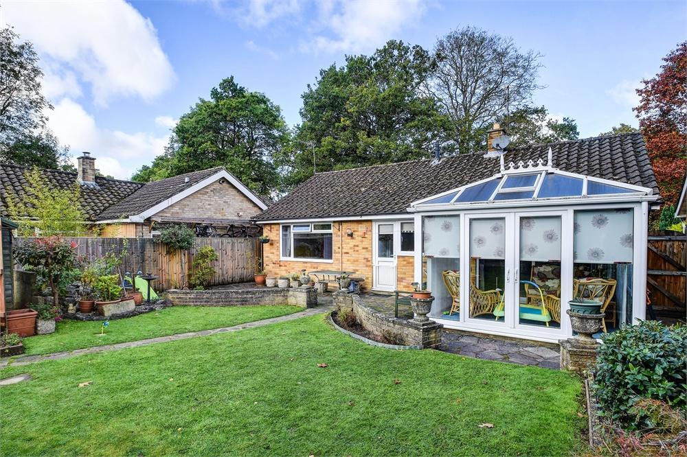 2 Bedrooms Detached Bungalow for sale in Hilland Rise, Headley Village, Hampshire