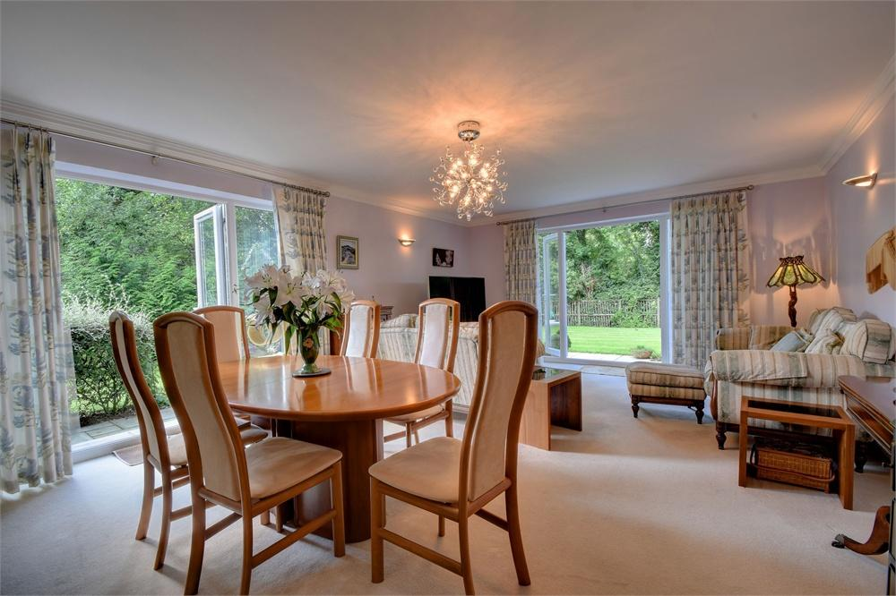 2 Bedrooms Flat for sale in Old Stocks Oak, Farnham Road, Liss, Hampshire