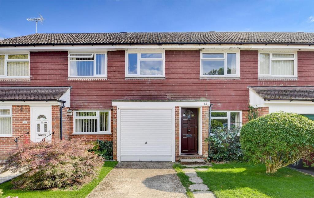 3 Bedrooms Terraced House for sale in The Mead, Petersfield, Hampshire