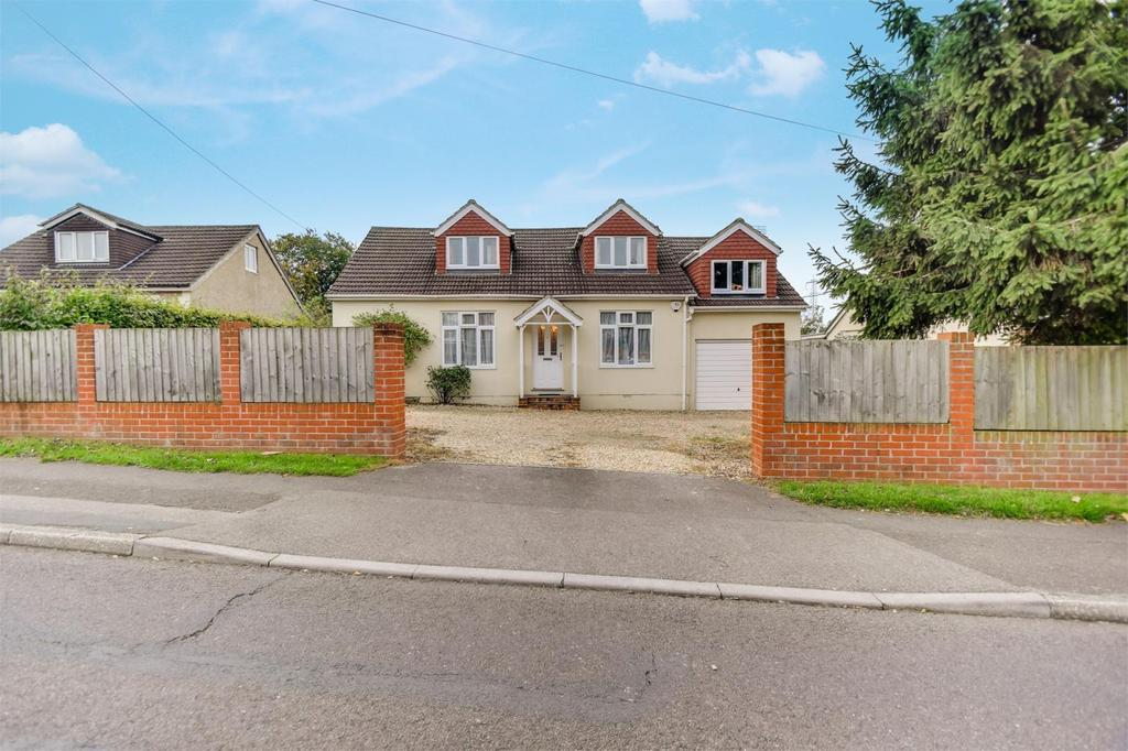 5 Bedrooms Detached House for sale in Drift Road, Clanfield, Hampshire