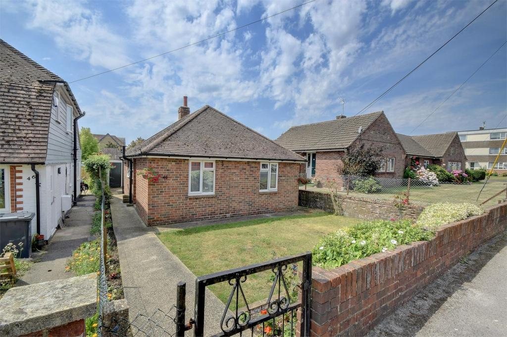 2 Bedrooms Detached Bungalow for sale in Barham Road, Petersfield, Hampshire