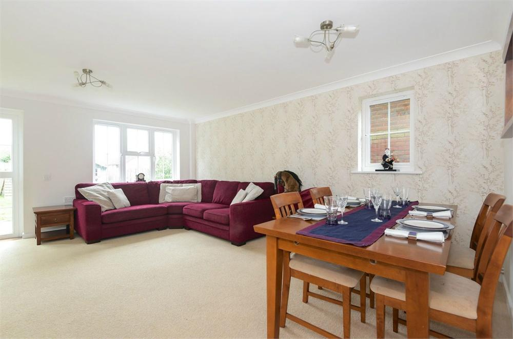 3 Bedrooms Semi Detached House for rent in Nappers Wood, Fernhurst