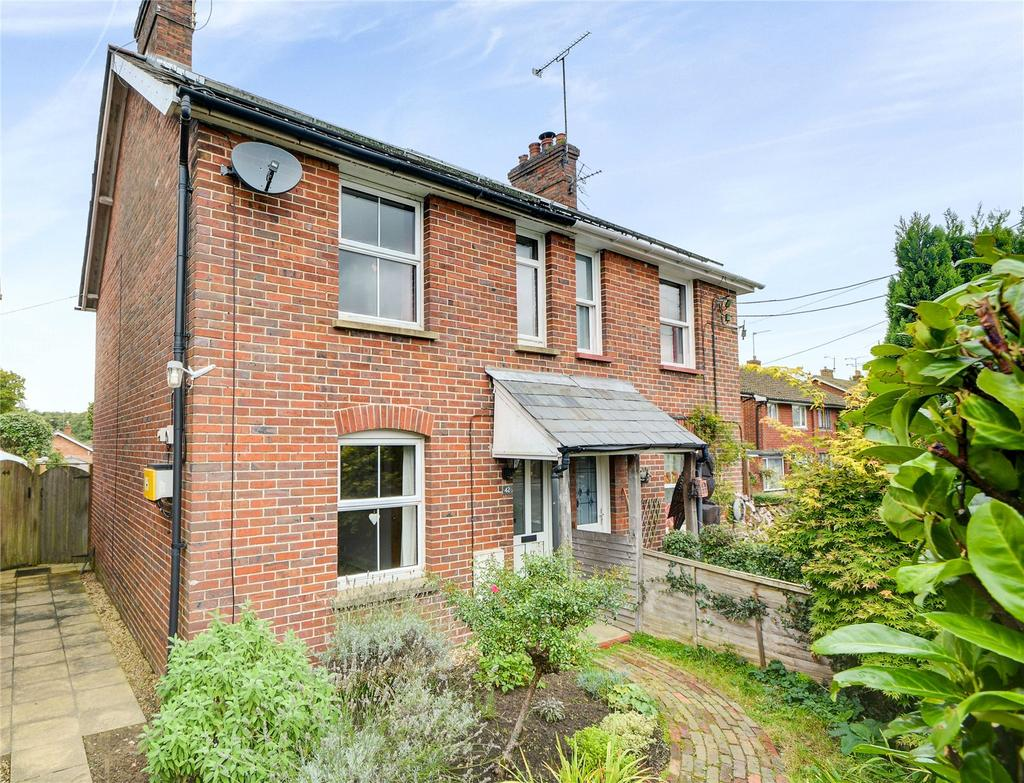 2 Bedrooms Semi Detached House for sale in Chase Road, Lindford, Bordon, Hampshire