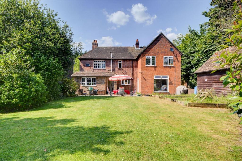 4 Bedrooms Detached House for sale in Longmoor Road, Liphook, Hampshire