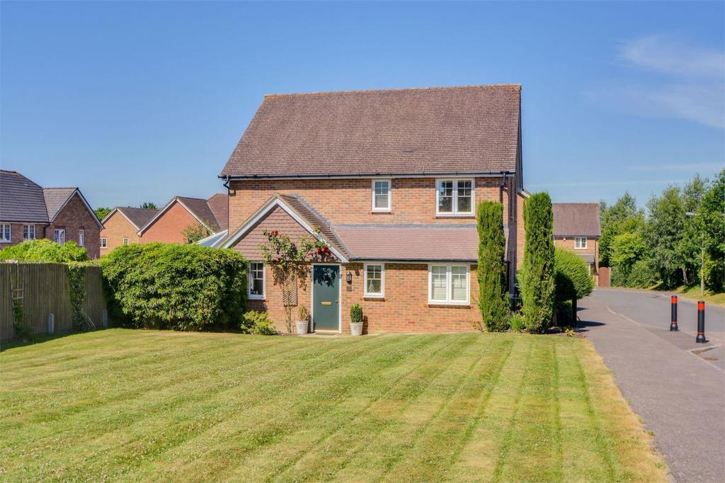 4 Bedrooms Link Detached House for sale in Lark Rise, Liphook, Hampshire