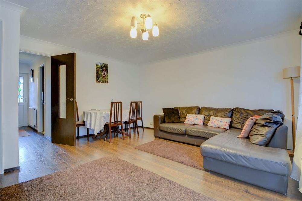 3 Bedrooms Terraced House for sale in Ashbury Road, Bordon, Hampshire