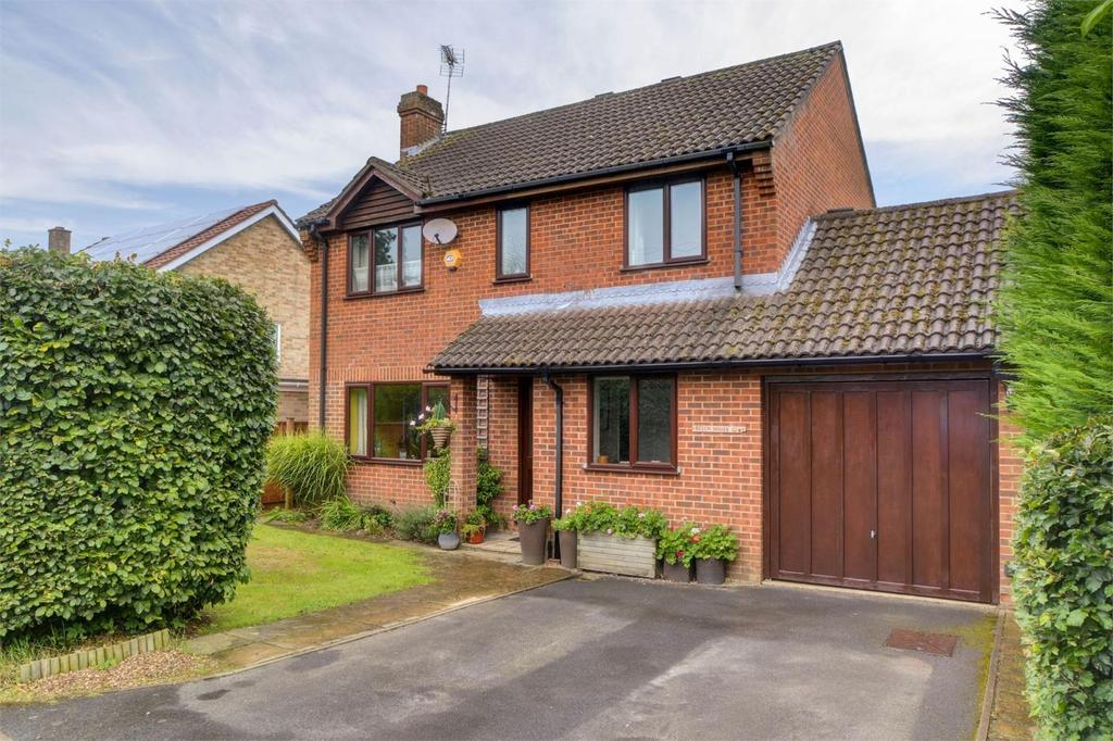 4 Bedrooms Detached House for sale in The Grove, Liphook, Hampshire