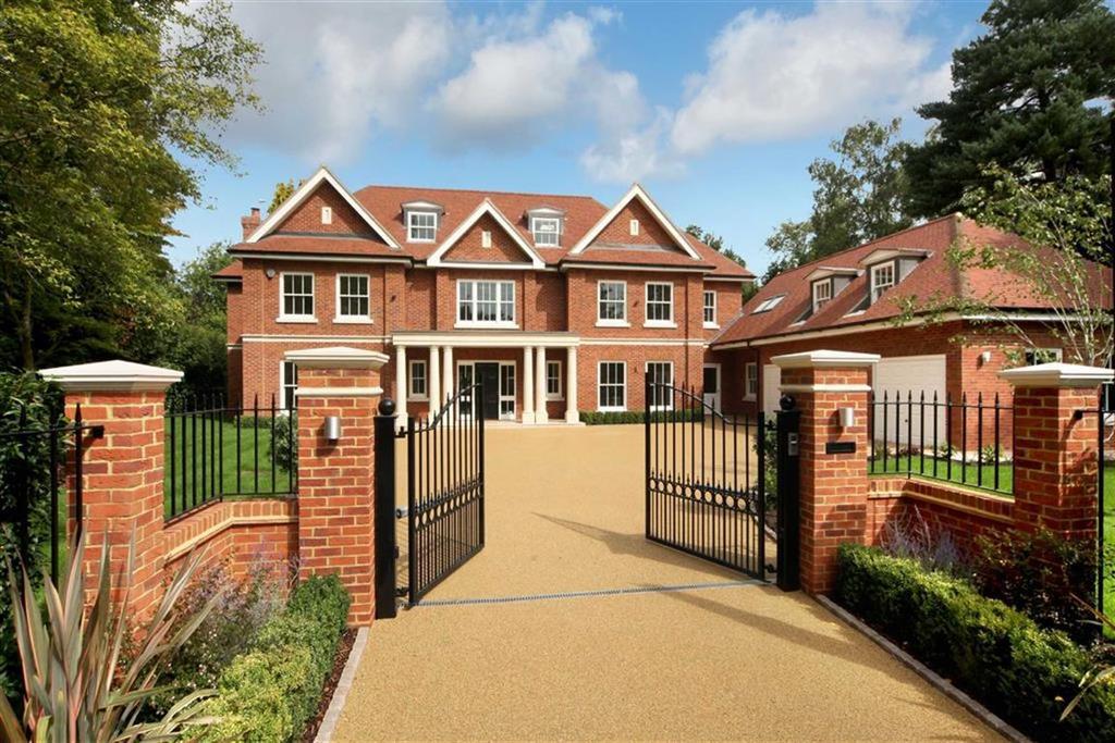 Detached House for sale in Holtwood Road, Oxshott, Surrey, KT22