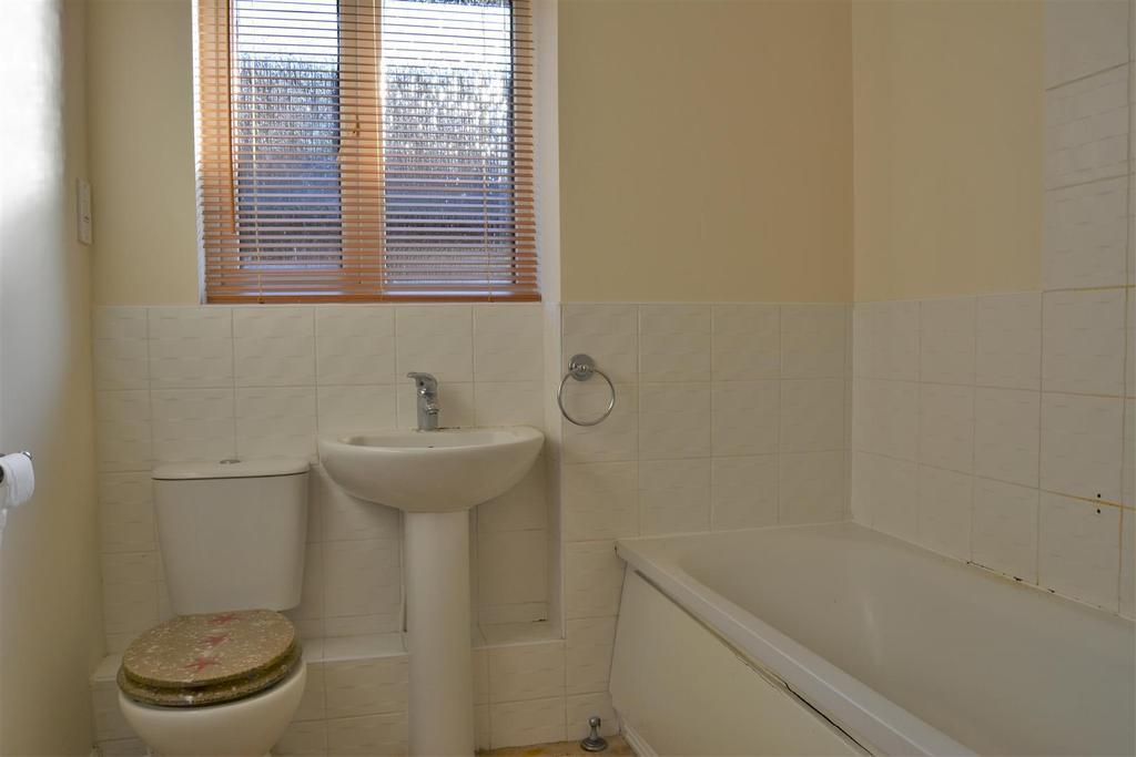 2 Bedrooms Apartment Flat for rent in Dunstan Grove, Cleckheaton