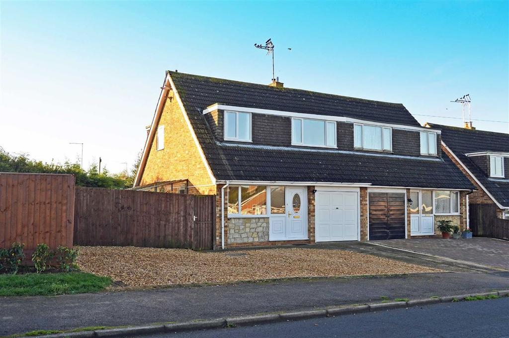 3 Bedrooms Semi Detached House for sale in Buttmead, Blisworth