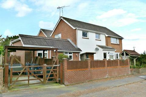 5 bedroom detached house for sale - SUBSTANTIAL DETACHED HOUSE WITH SPACIOUS ACCOMMODATION IN A QUIET CUL-DE-SAC LOCATION - Kinson Village