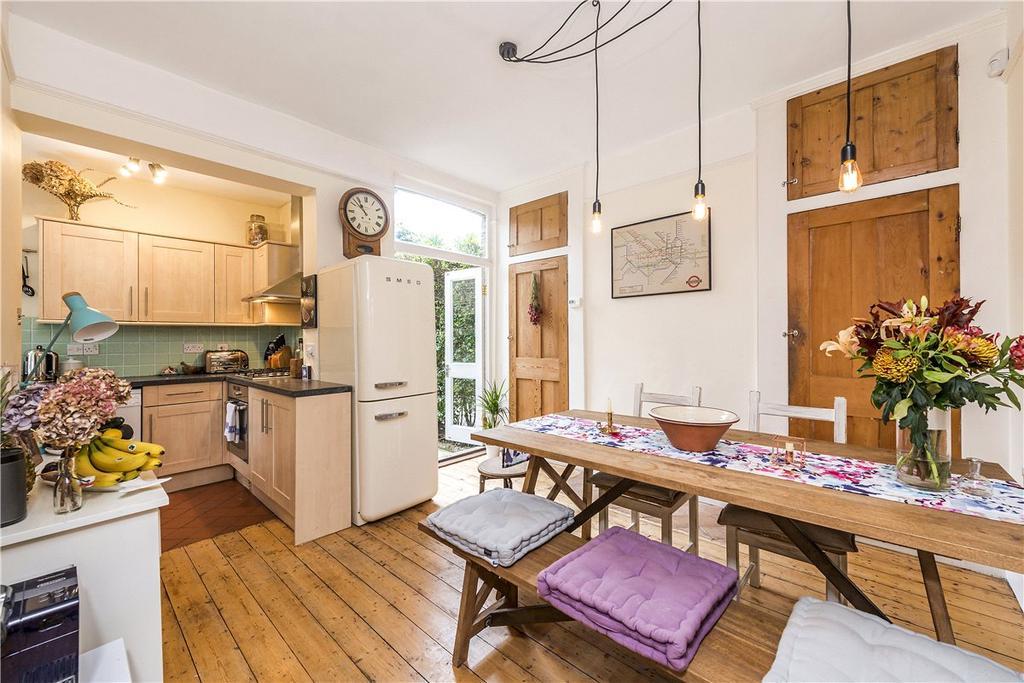 2 Bedrooms Maisonette Flat for sale in Nevis Road, London, SW17