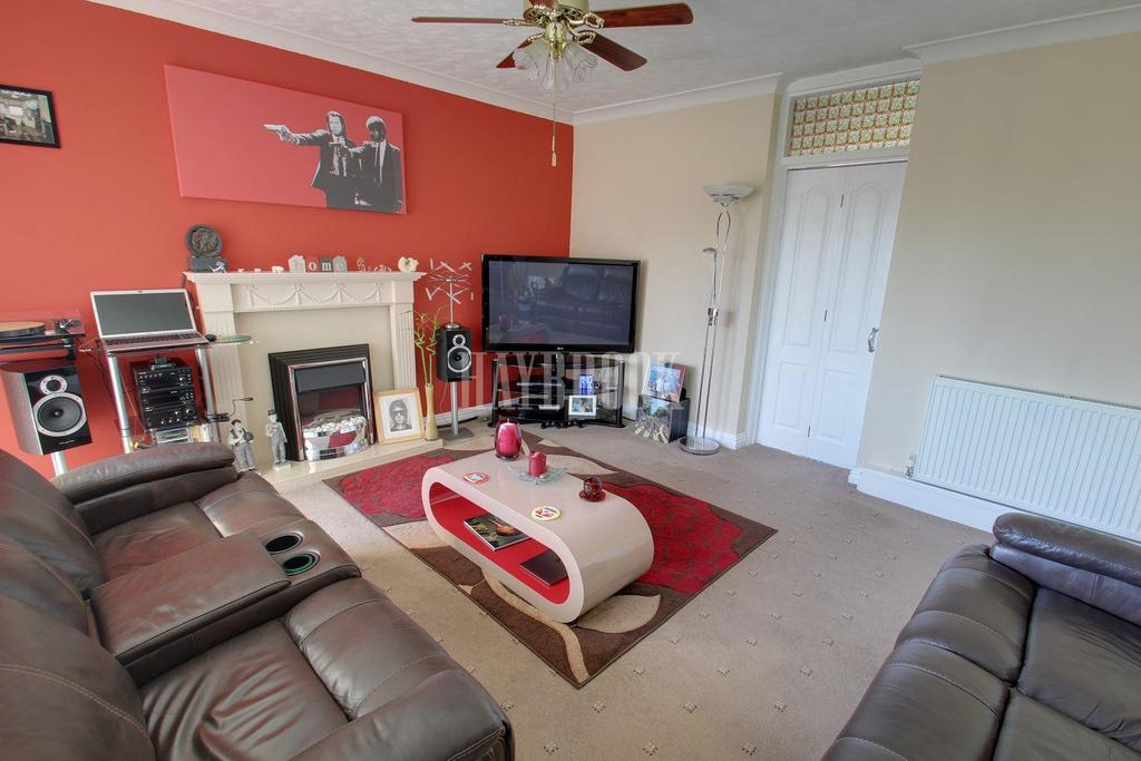 2 Bedrooms Flat for sale in Town Lane, Rockingham