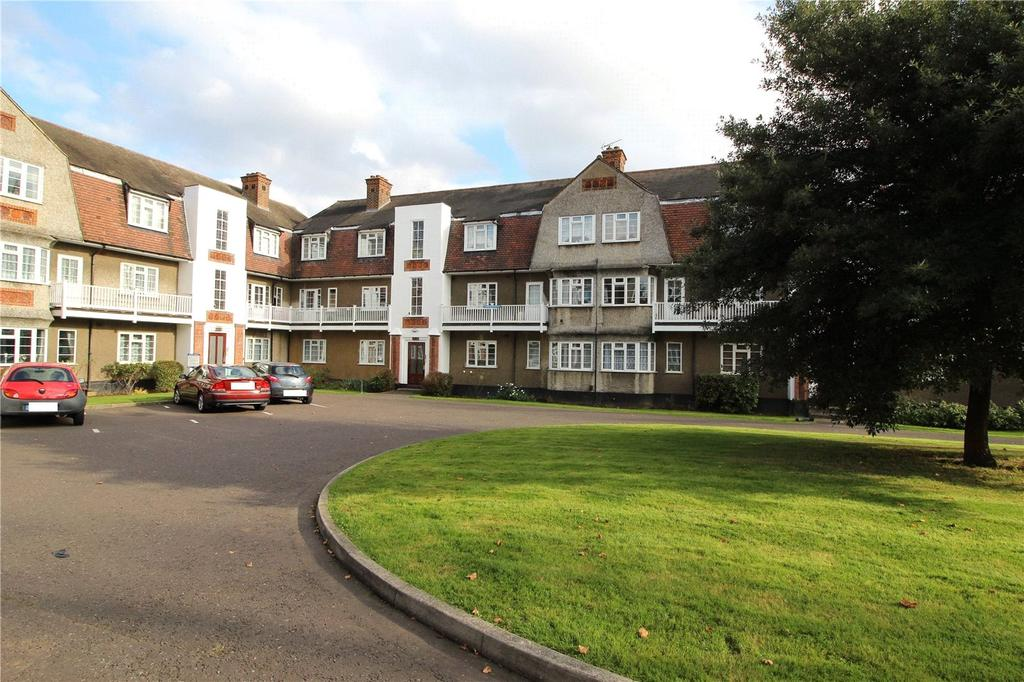 2 Bedrooms Apartment Flat for sale in Clovelly Court, Upminster Road, Hornchurch, RM11