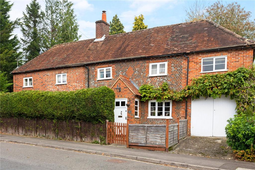 4 Bedrooms Detached House for sale in Church Road, Shaw, Newbury, Berkshire, RG14