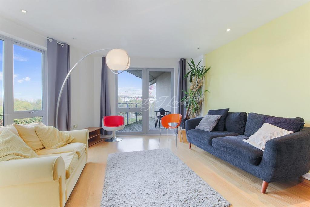 3 Bedrooms Flat for sale in Wick Lane, E3