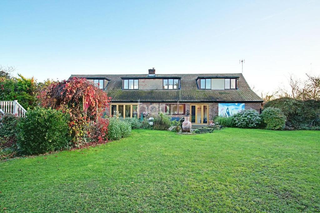5 Bedrooms Detached House for sale in Lower Road, Hockley