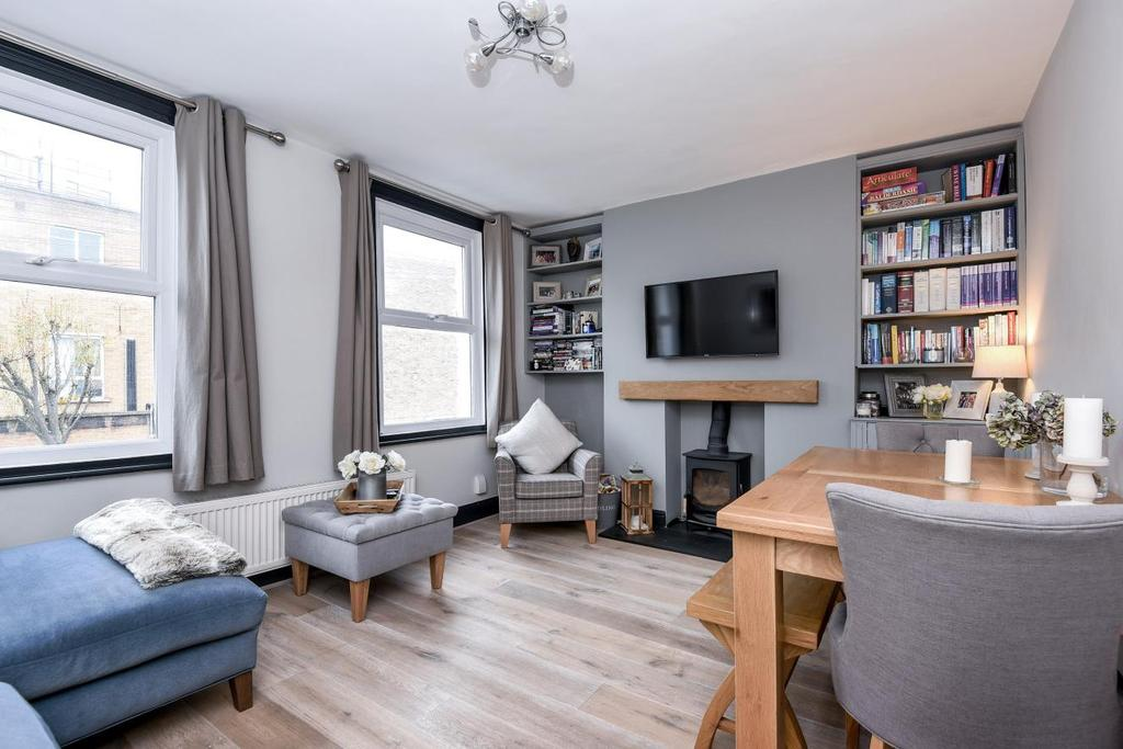 2 Bedrooms Flat for sale in Windermere Road, Archway