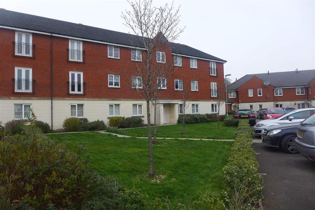 2 Bedrooms Flat for sale in Powis Close, Newport