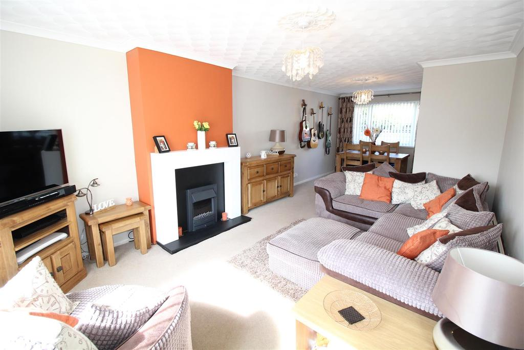 3 Bedrooms Terraced House for sale in Forest Close, Newport