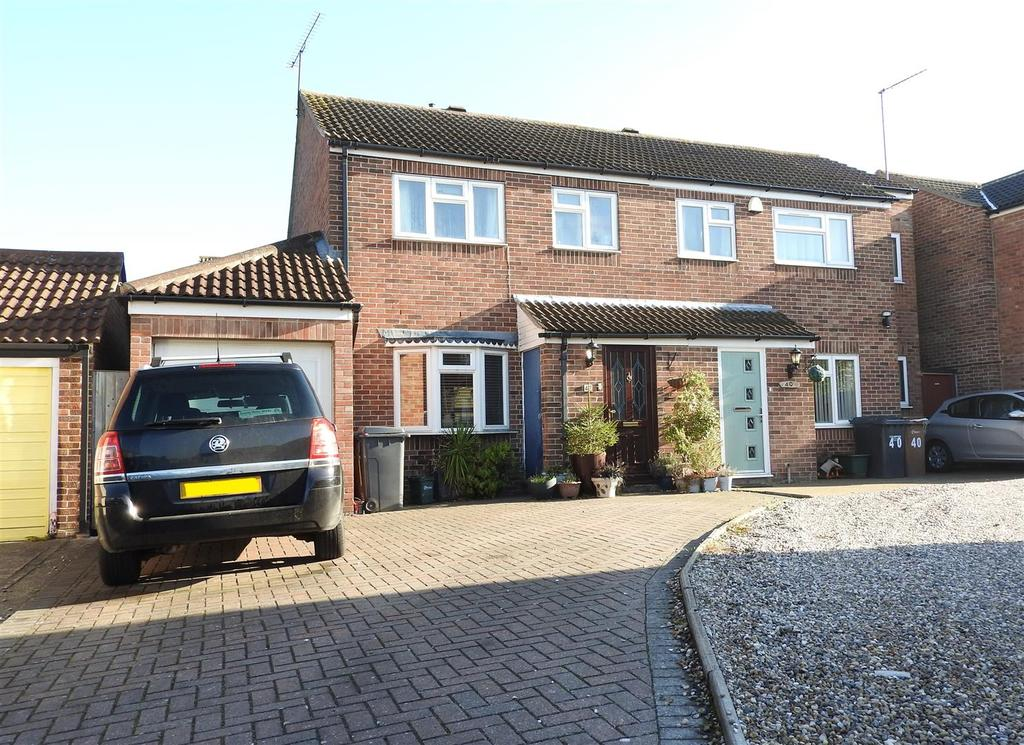 3 Bedrooms Semi Detached House for sale in Boleyn Way, Boreham, Chelmsford