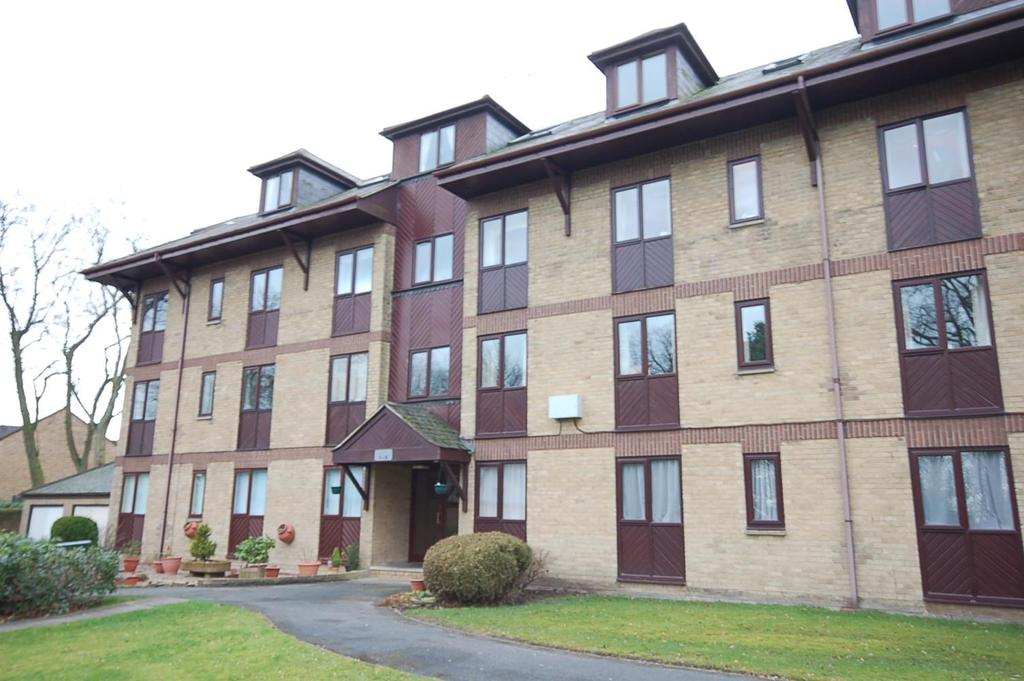 2 Bedrooms Flat for sale in Woodhall Park, Northowram