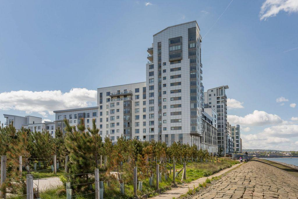 2 Bedrooms Flat for sale in 7/11 Western Harbour View, EDINBURGH, EH6 6PF