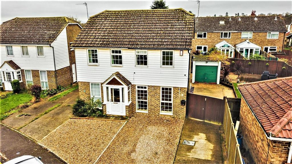 2 Bedrooms Semi Detached House for sale in Park Way, Coxheath, Maidstone