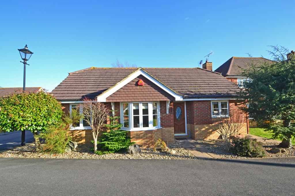 2 Bedrooms Bungalow for sale in Ashington, West Sussex, RH20