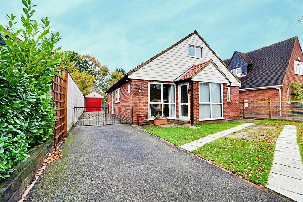 4 Bedrooms Bungalow for sale in Dedham Meade, Dedham, Colchester, Essex