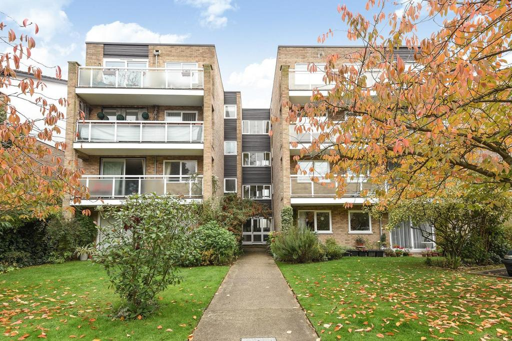 2 Bedrooms Flat for sale in Brackley Road, Beckenham