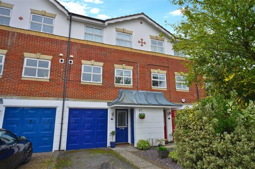 3 Bedrooms Town House for sale in Longman Close, Watford, Hertfordshire