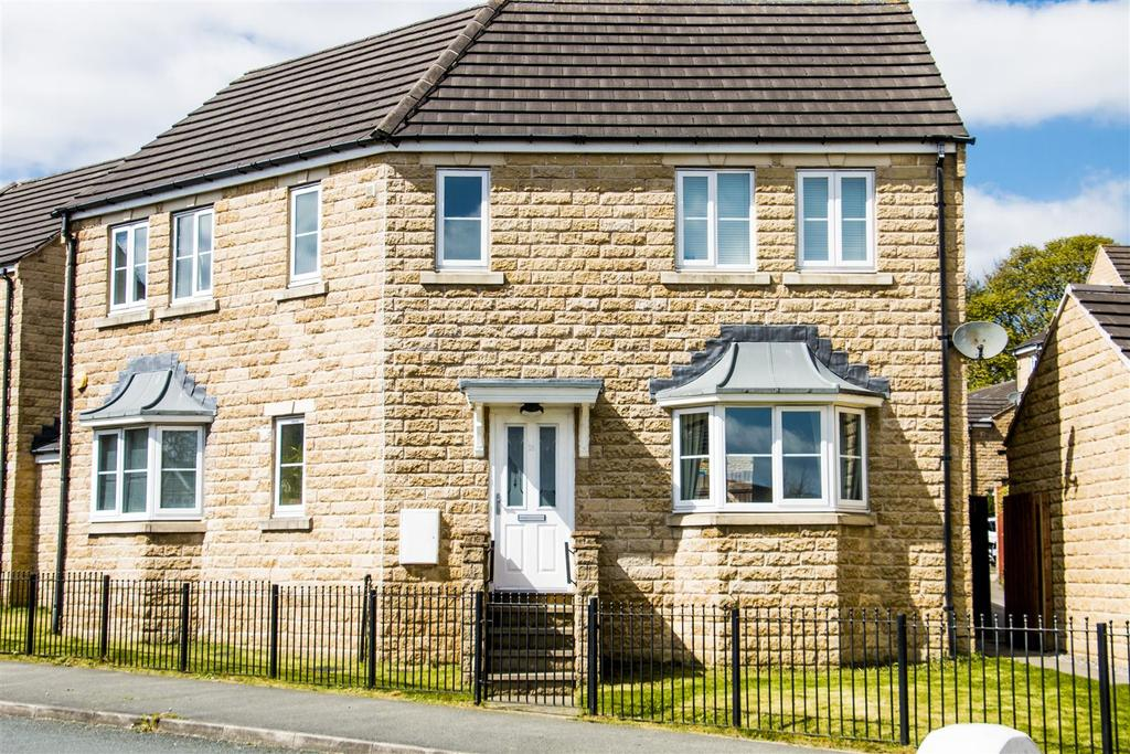 3 Bedrooms Detached House for sale in Kingfisher Court, Clayton Heights, Bradford, BD6 3YS