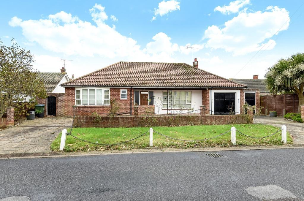 3 Bedrooms Detached Bungalow for sale in Fish Lane, Aldwick, Bognor Regis, PO21