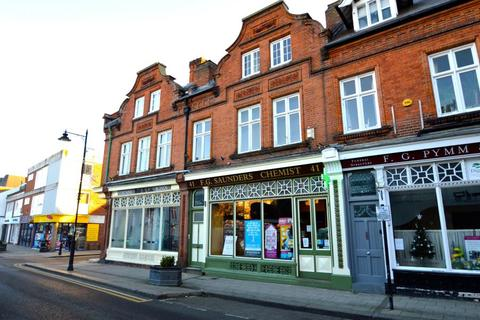 St Leonards Road, Windsor. 2 bedroom flat to rent